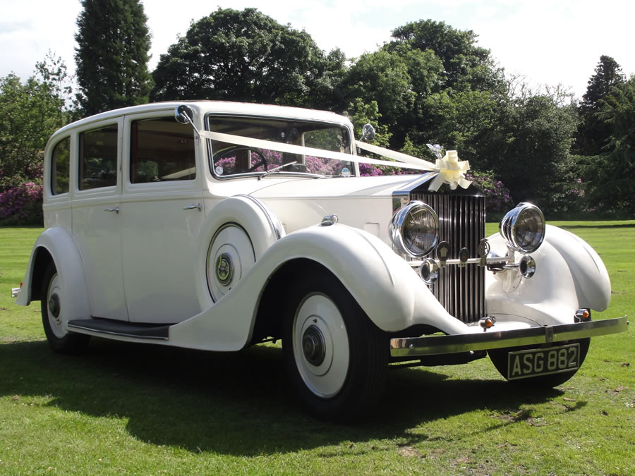 Rolls Royce Limo in the Garden at a wedding in the North East