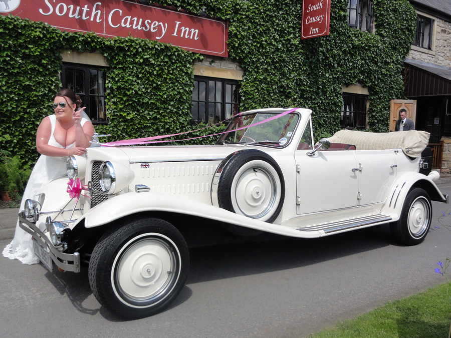South Causey Inn 1933 Style Vintage Car with Bride - Beamish